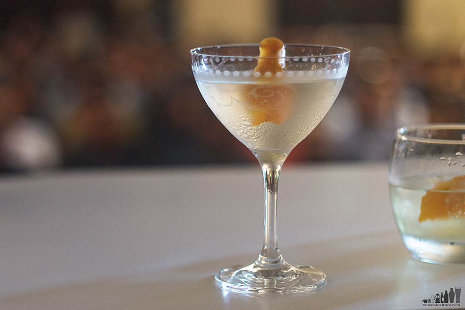 david wondrich: Gin Martini con twist de naranja.